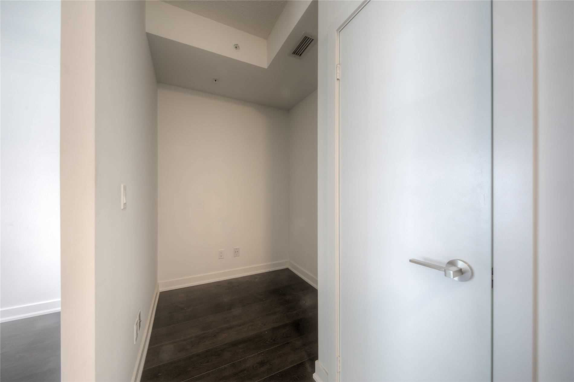 30 Nelson St, unit 404 for sale in Toronto - image #2