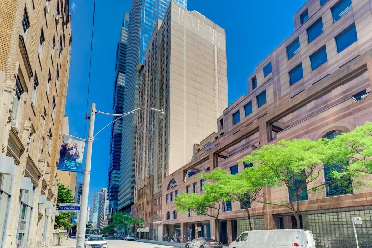 25 Grenville St, unit 2001 for rent in Toronto - image #1