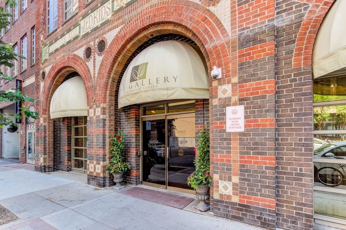 25 Grenville St, unit 2001 for rent in Toronto - image #2