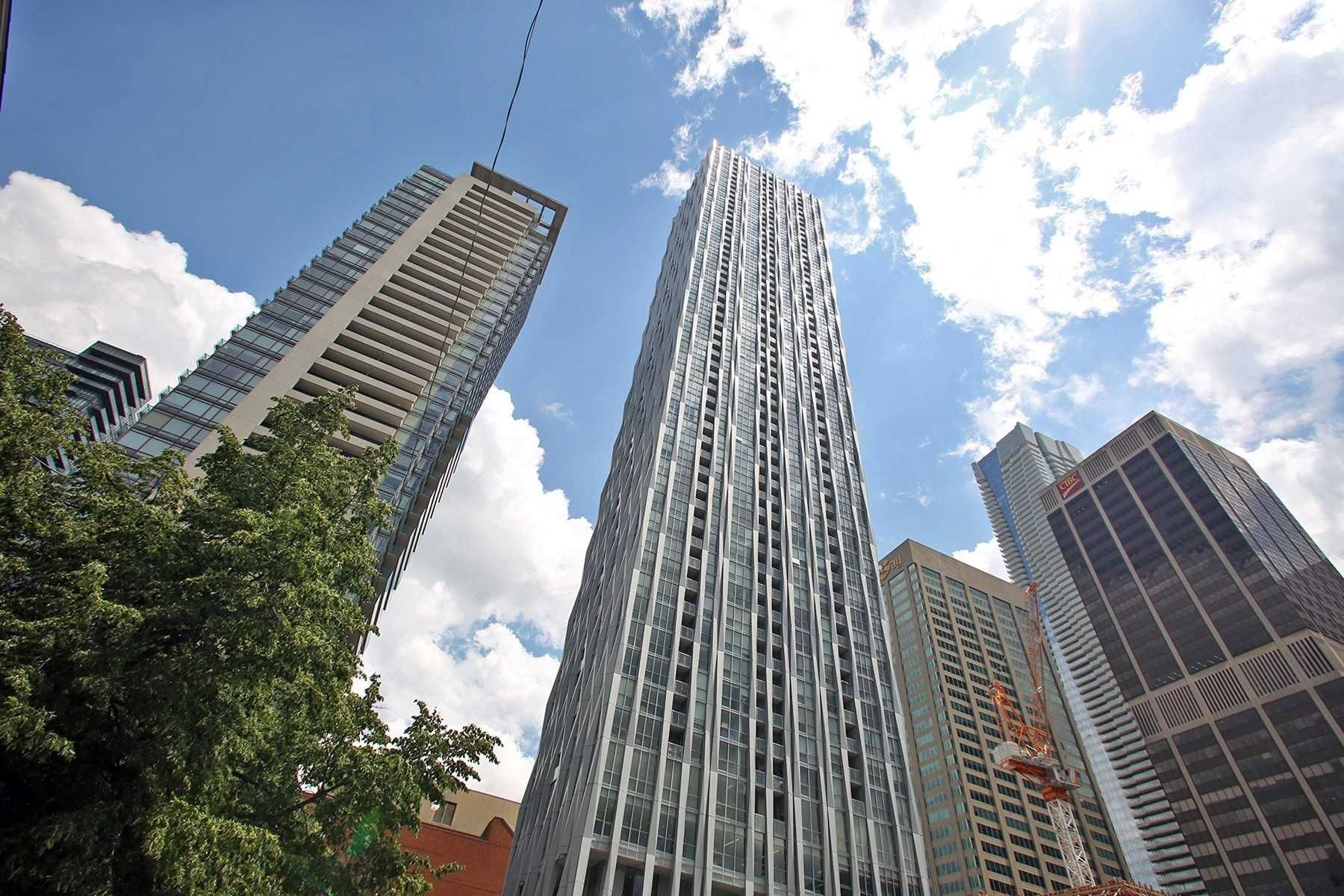 1 Yorkville Ave, unit 2209 for sale in Toronto - image #1