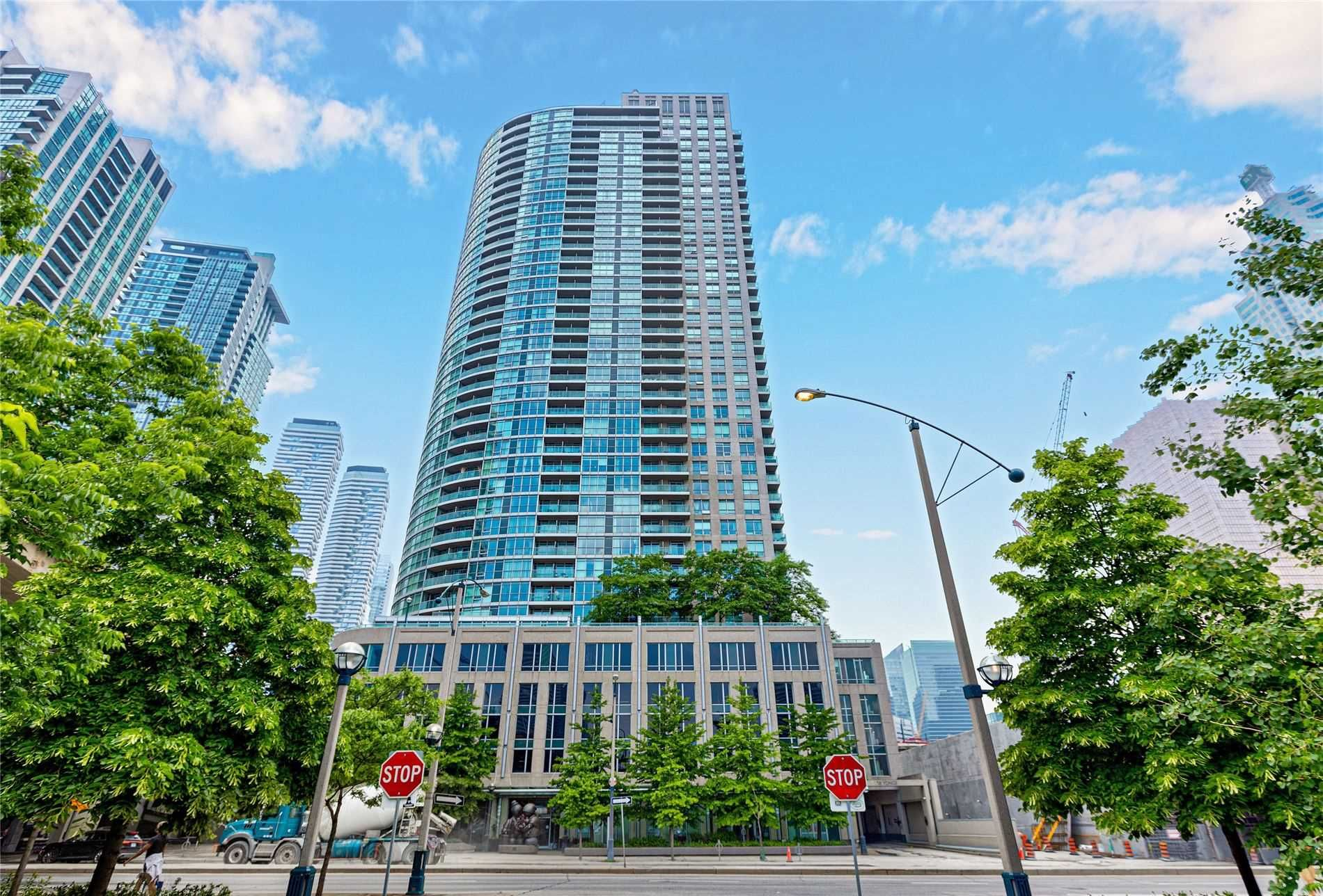 18 Yonge St, unit 1006 for sale in Toronto - image #2