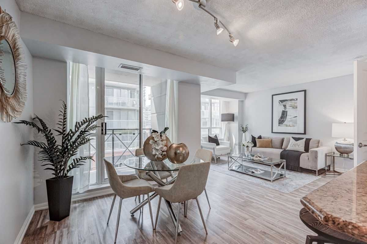 140 Simcoe St, unit #919 for sale in Toronto - image #1