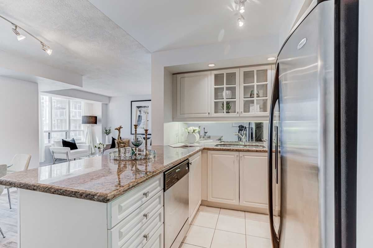 140 Simcoe St, unit #919 for sale in Toronto - image #2