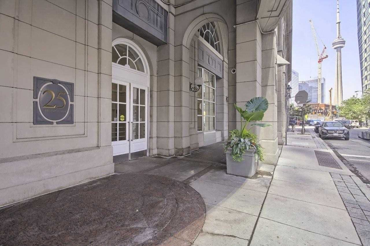 25 The Esplanade St, unit 3009 for sale in Toronto - image #1