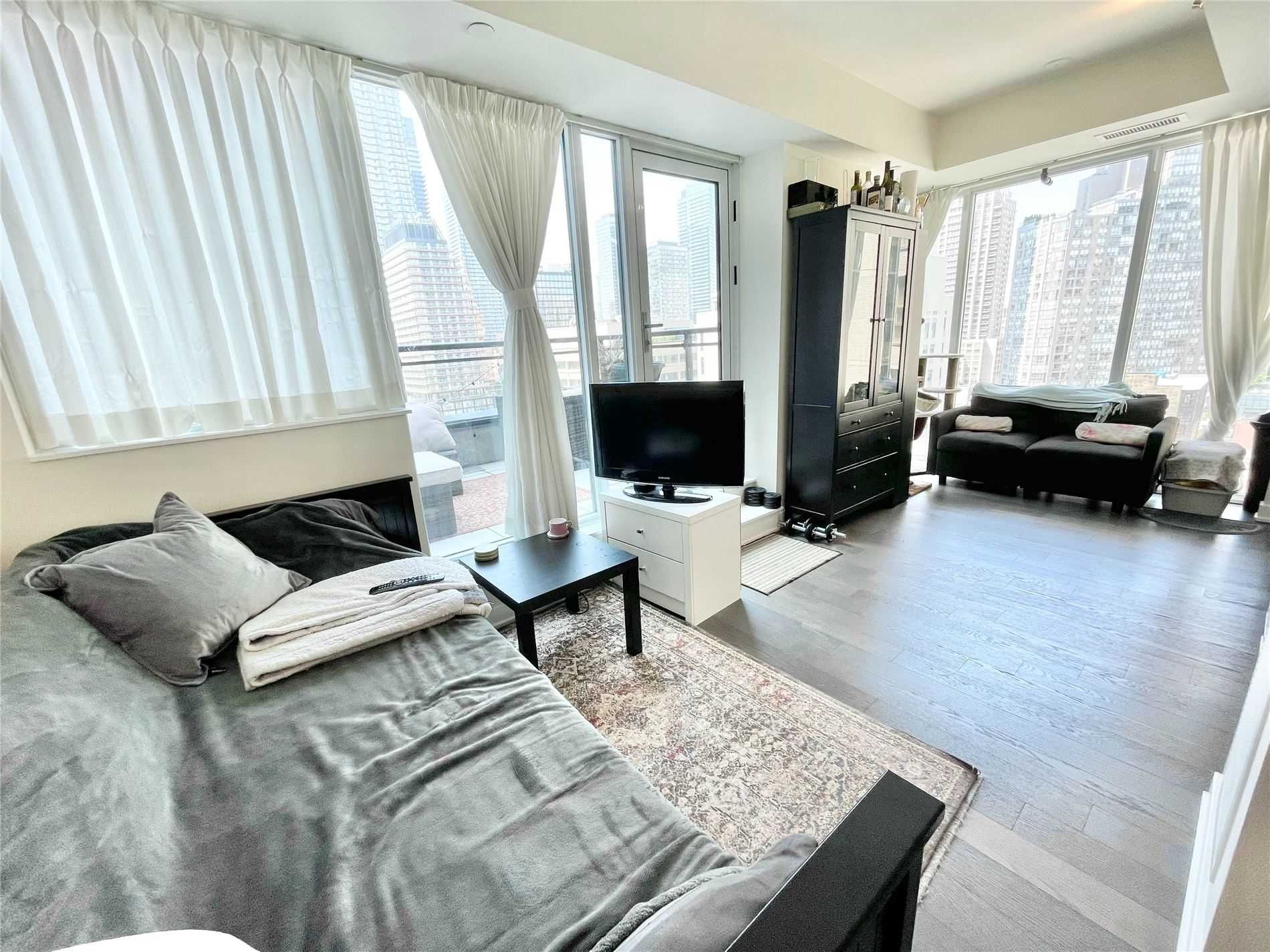 17 Dundonald St, unit 1109 for sale in Toronto - image #2