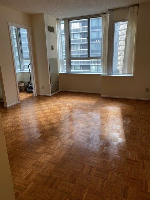 44 Gerrard St W, unit 908 for rent in Toronto - image #1