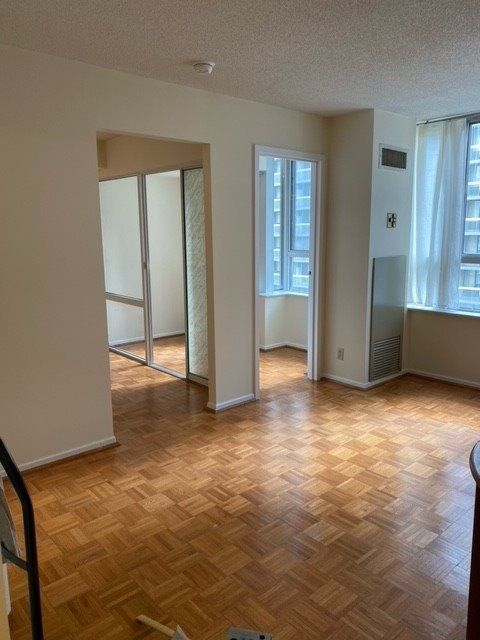 44 Gerrard St W, unit 908 for rent in Toronto - image #2