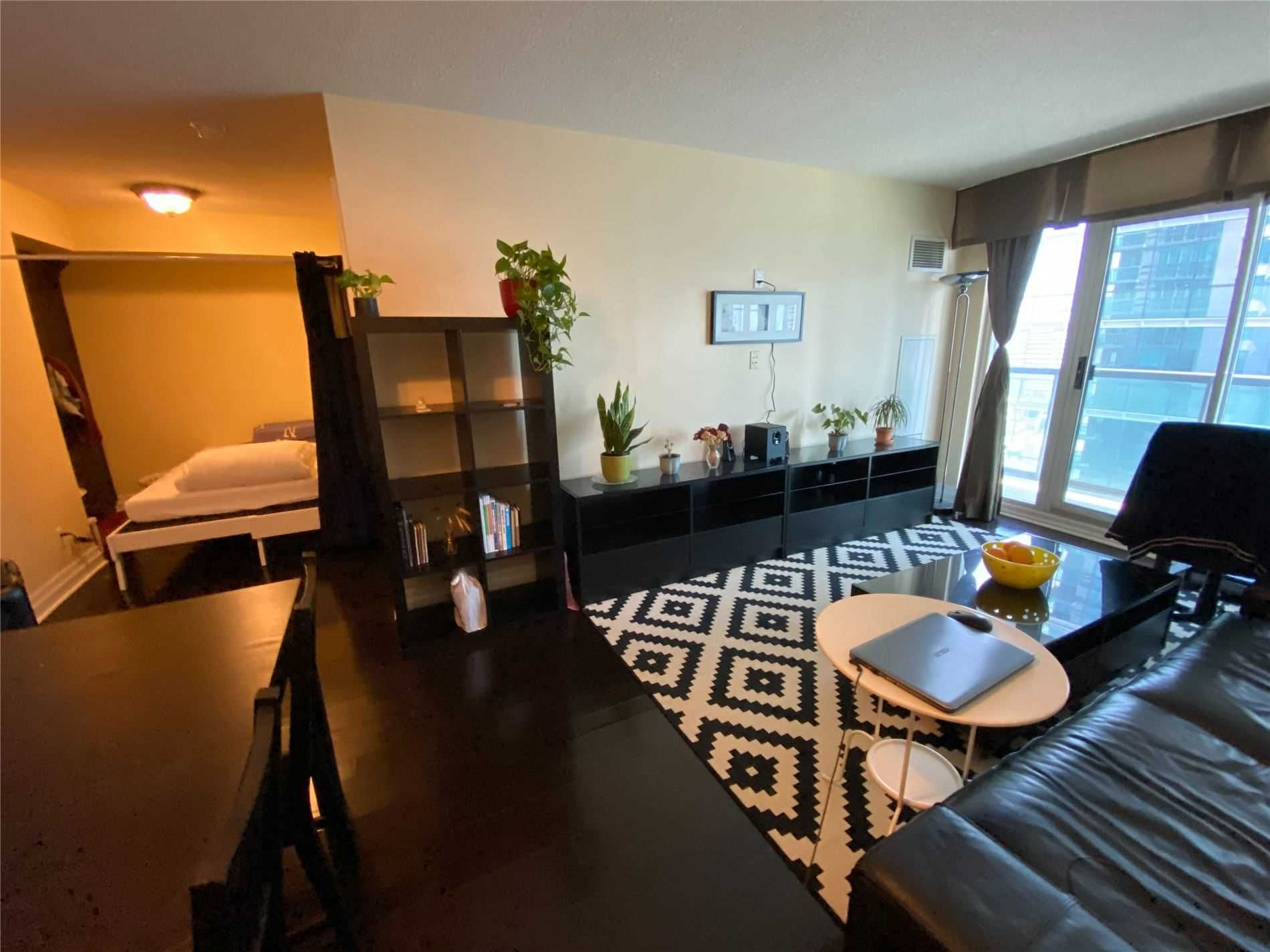 30 Grand Trunk Cres, unit 2808 for sale in City Centre - image #2