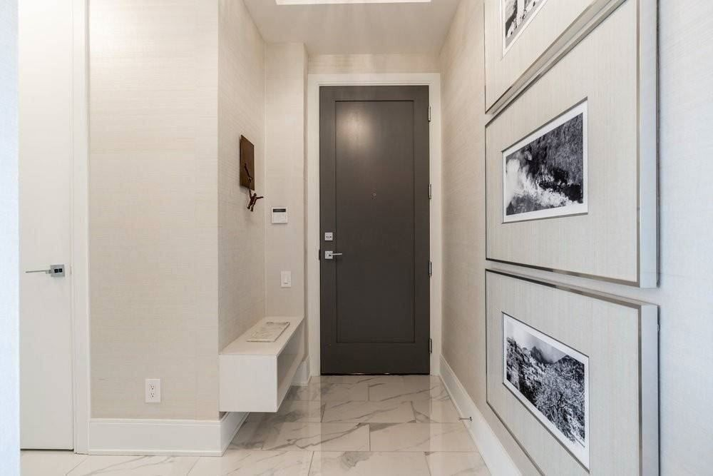 42 Charles St E, unit 5205 for sale in Yonge and Bloor - image #1