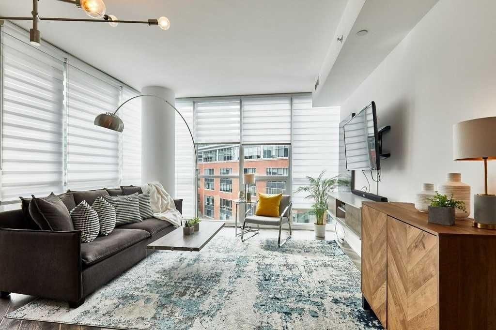 45 Charles St E, unit 801 for sale in Yonge and Bloor - image #2