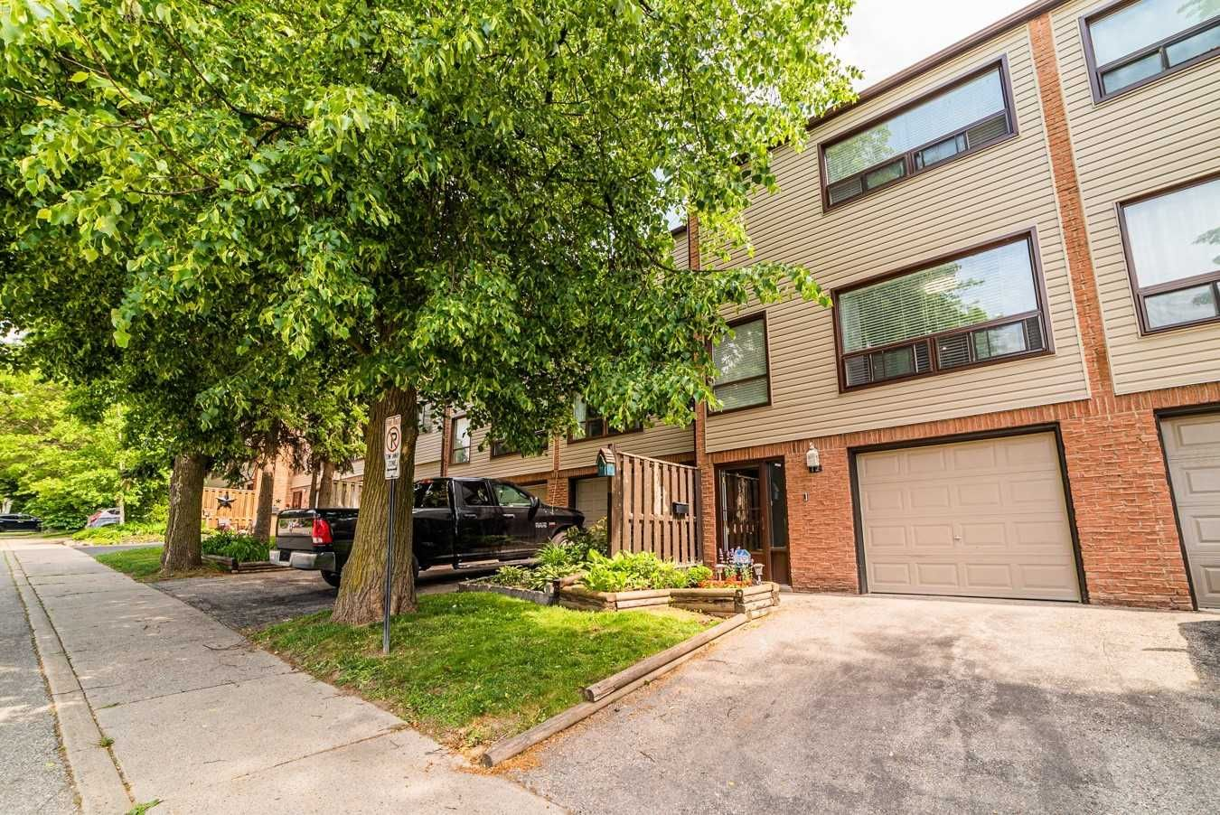 12 The Bridle Path, unit null for sale in Toronto - image #1