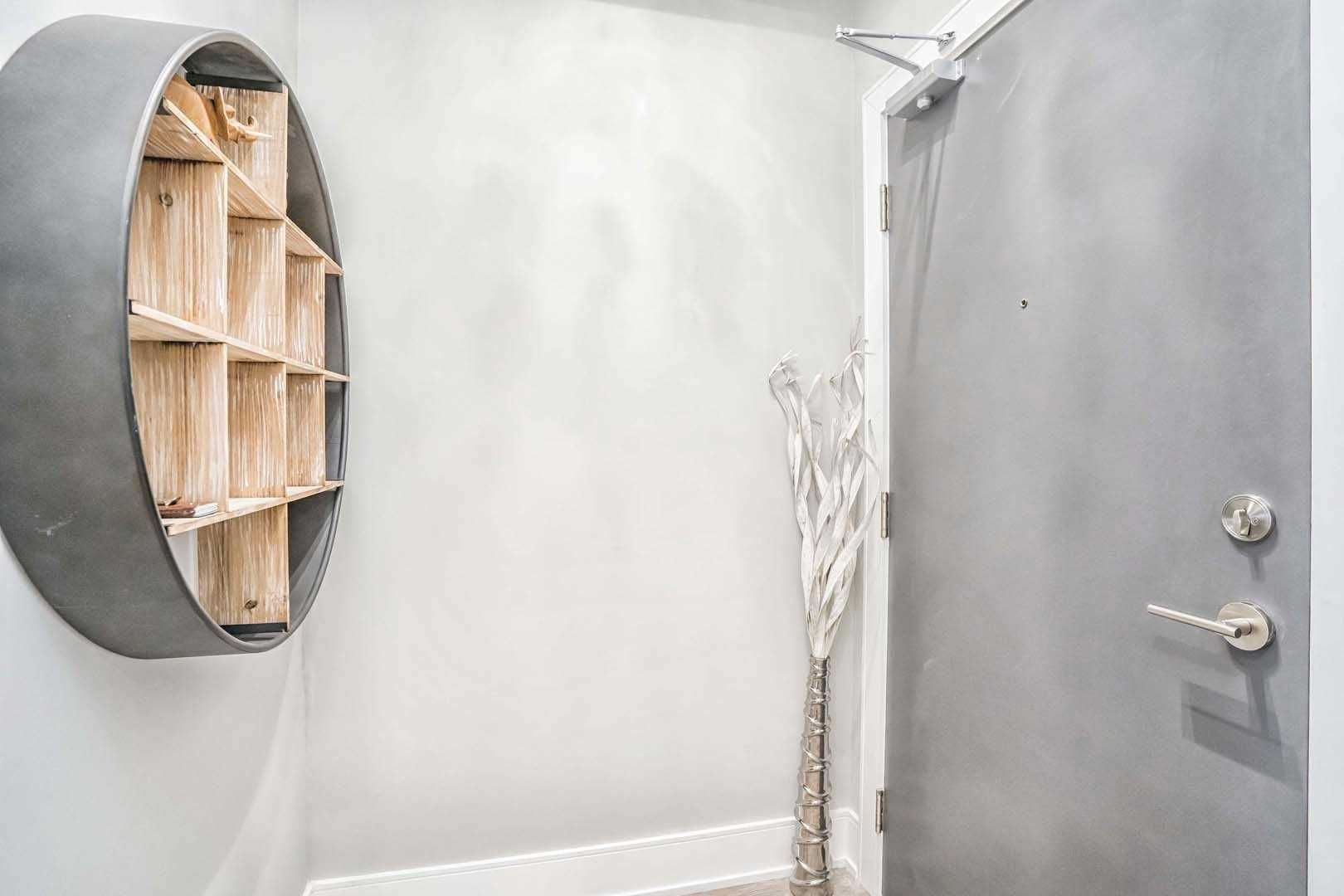 9618 Yonge St, unit 706 for rent in Toronto - image #2