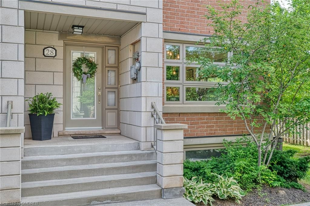 2460 Prince Michael Dr, unit 28 for sale in Toronto - image #2