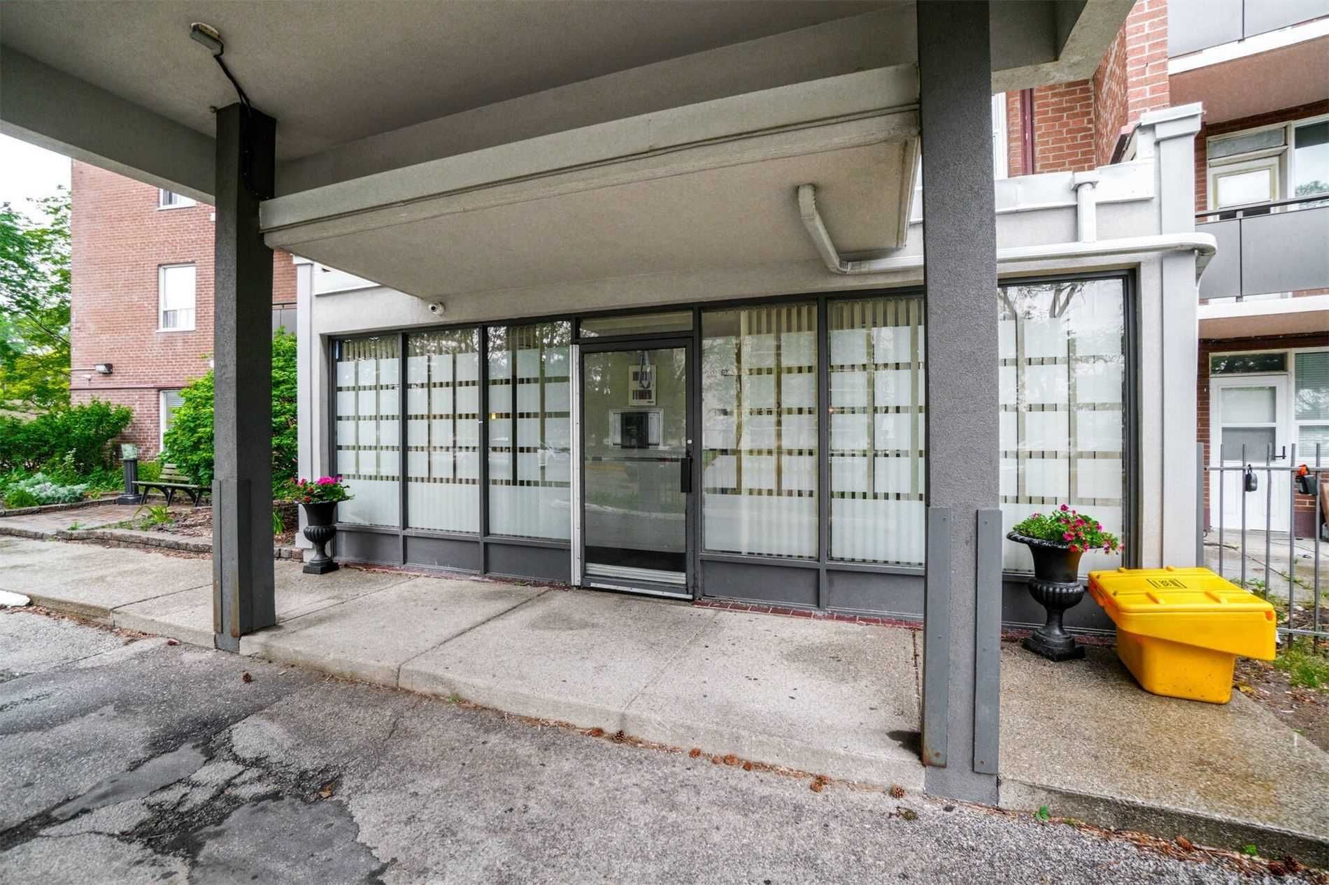 3065 Queen Frederica Dr, unit 605 for sale in Toronto - image #2
