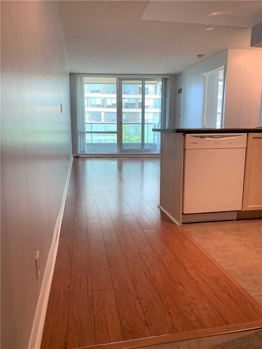 33 Elm Dr W, unit 405 for sale in Toronto - image #2