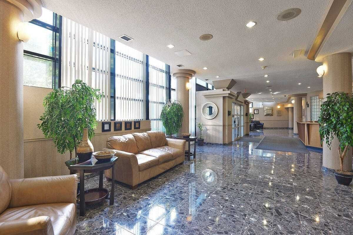 35 Trailwood Dr, unit 1911 for sale in Toronto - image #2