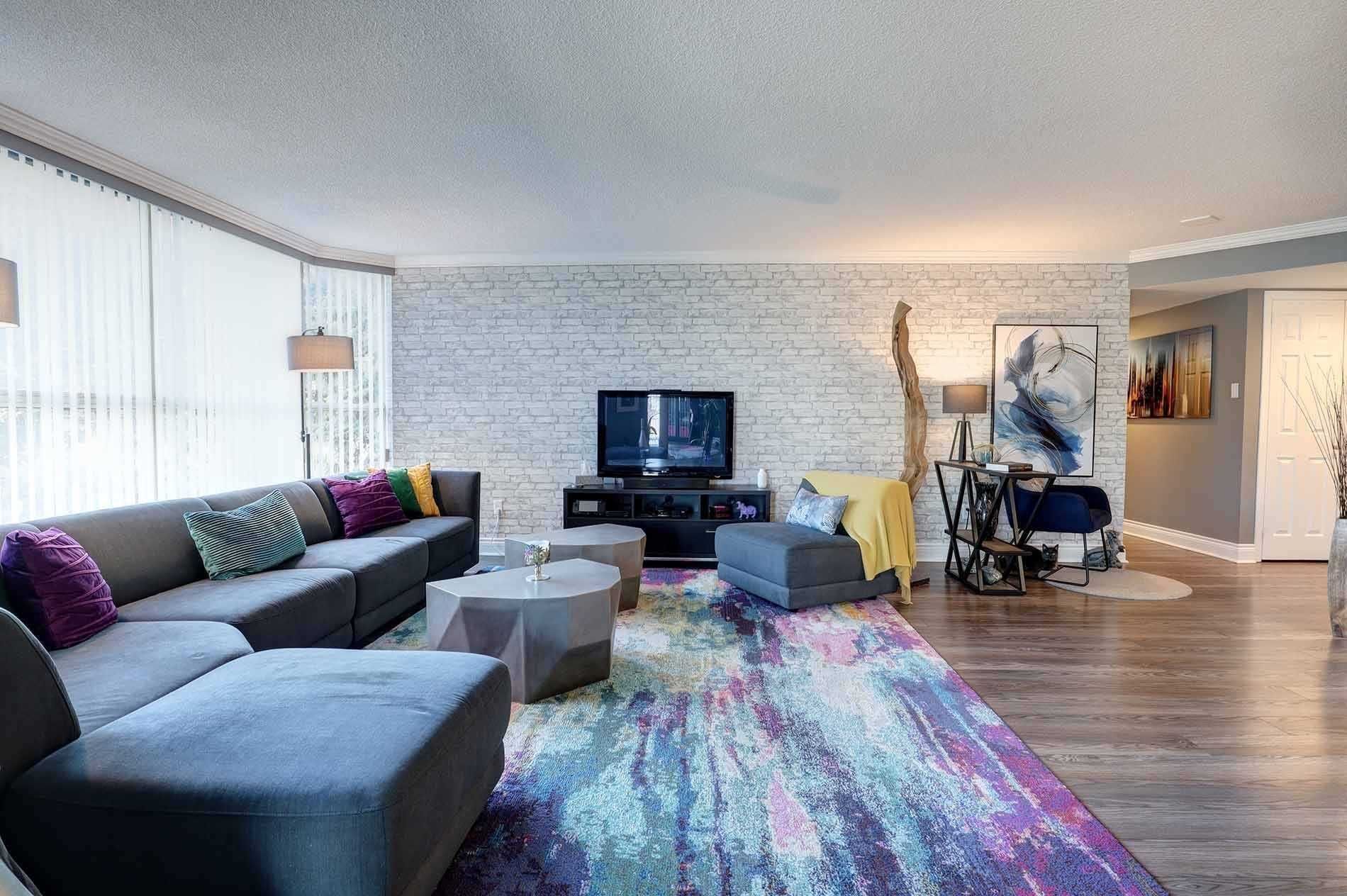 2091 Hurontario St, unit 205 for sale in Toronto - image #1