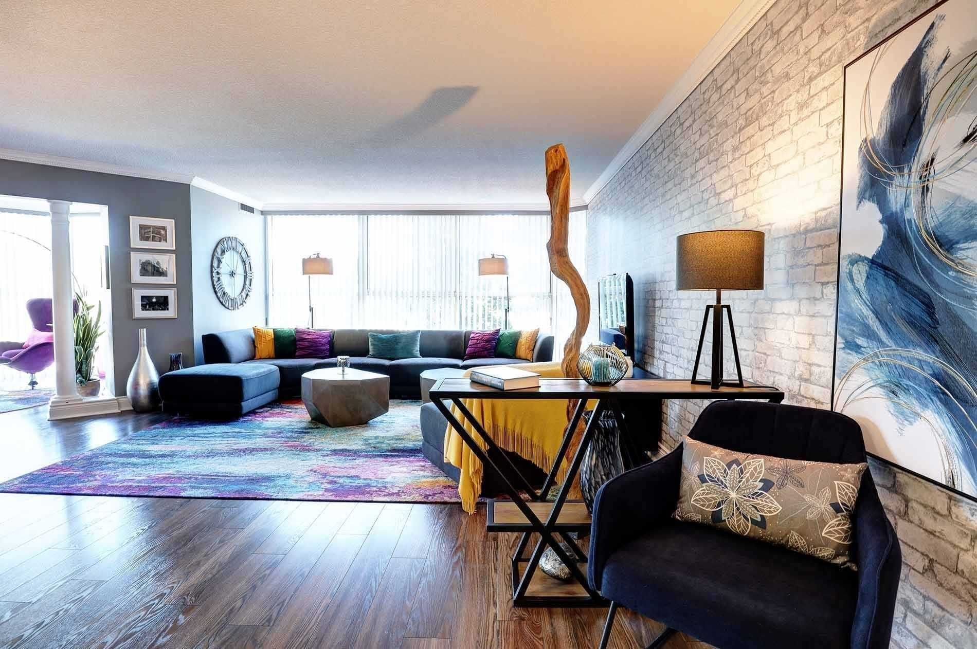 2091 Hurontario St, unit 205 for sale in Toronto - image #2