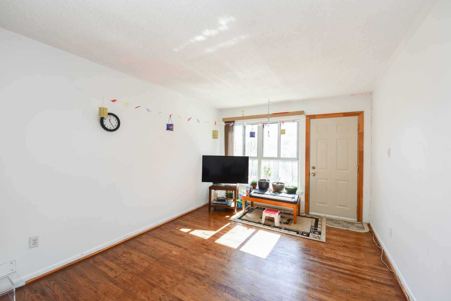 266 Fleetwood Cres, unit null for sale in Toronto - image #2