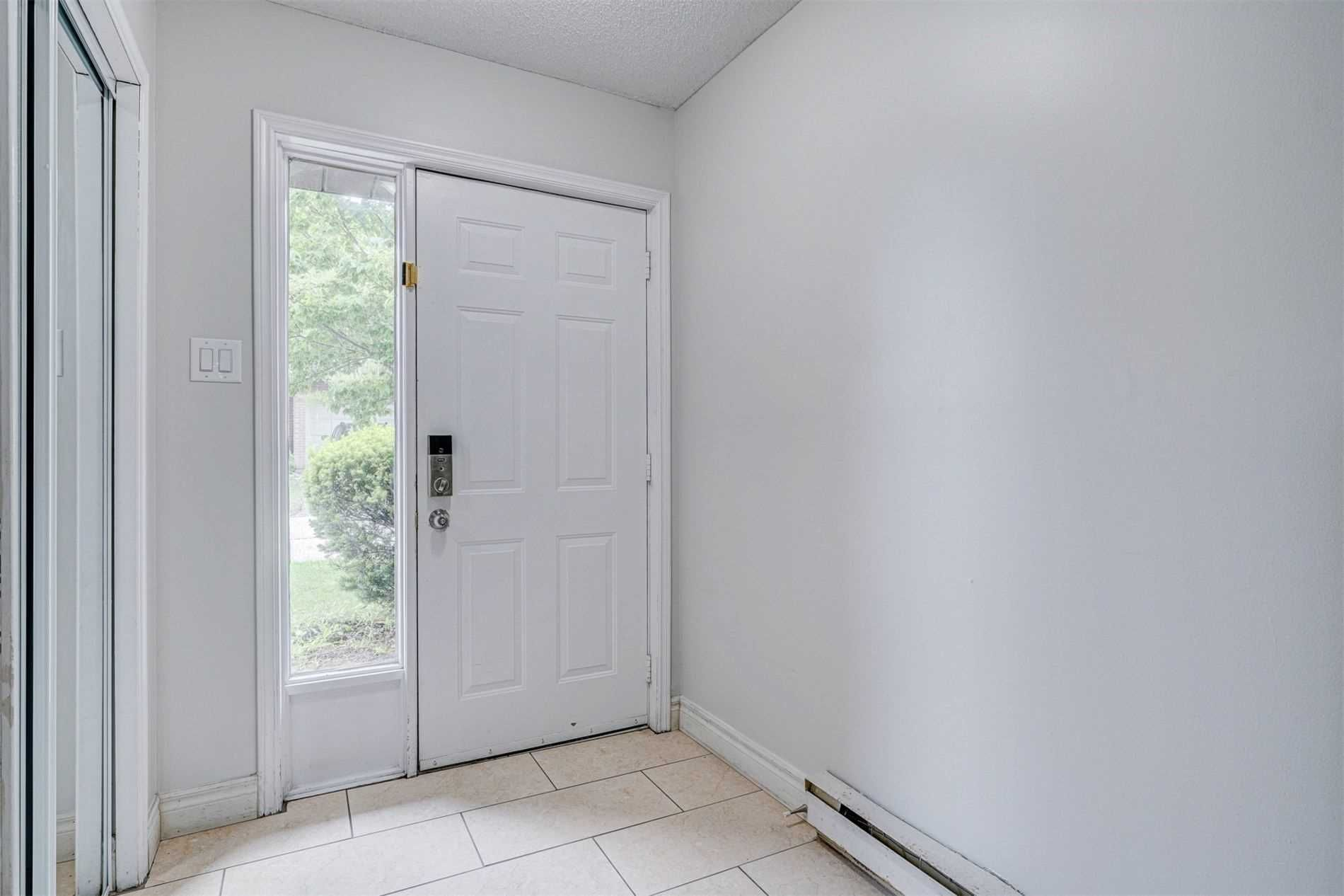 445 Stone Church Rd W, unit 24 for rent in Toronto - image #2